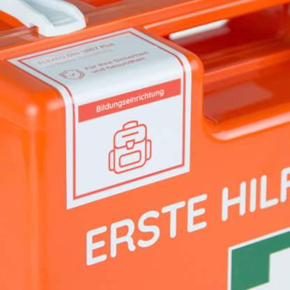 Erste Hilfe Koffer Aufkleber Bildungseinrichtung