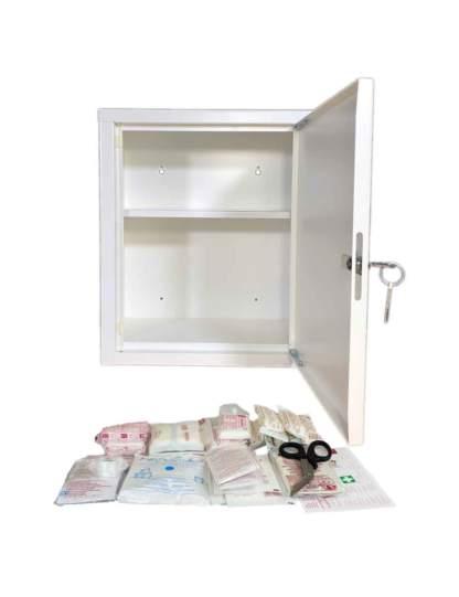 Erste Hilfe Schrank geöffnet mit DIN 13157 Füllung