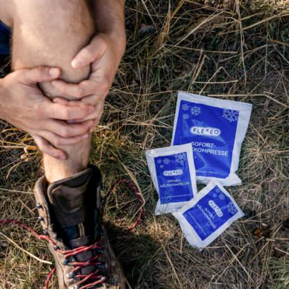 Verletzung beim Wandern - Einsatz der FLEXEO Sofort-Kältekompresse